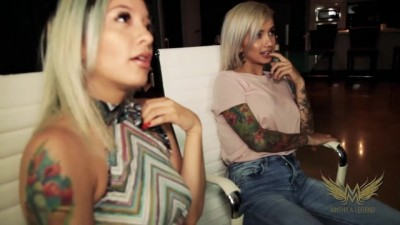 Lesbians get Taught by MILF in Masturbation Threesome