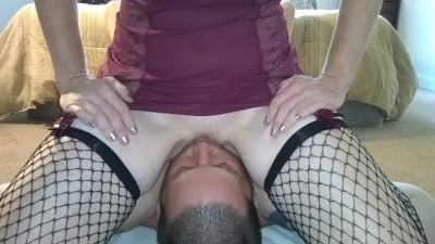 Femdom Destiny Reed Face Fucks Hubby and Drowns him in her Squirt.