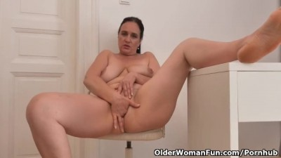 Euro milf Ria Black takes a well-deserved masturbation break