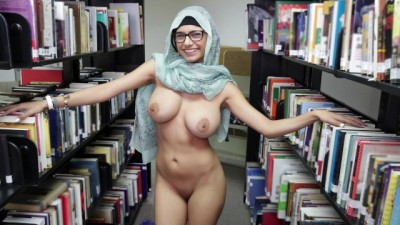 Lebanese Queen Removes Her Hijab And Clothes In A Library